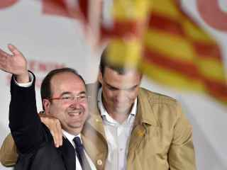 Sánchez, con Miquel Iceta, uno de sus mayores aliados, en un mitin.