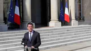 Manuel Valls frente al Palacio de los Elíseos.