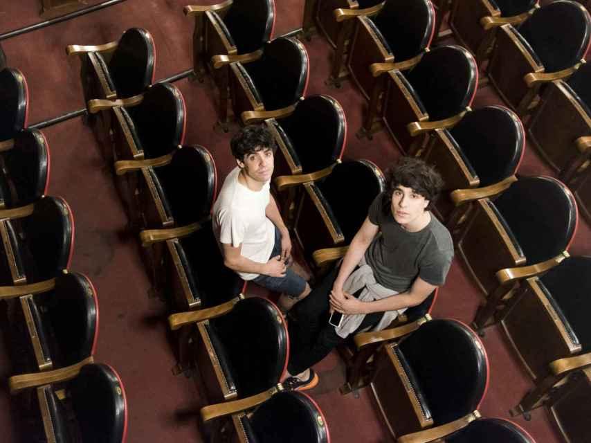 Javi Ambrossi y Javi Calvo en el Teatro Lara, su segunda casa.
