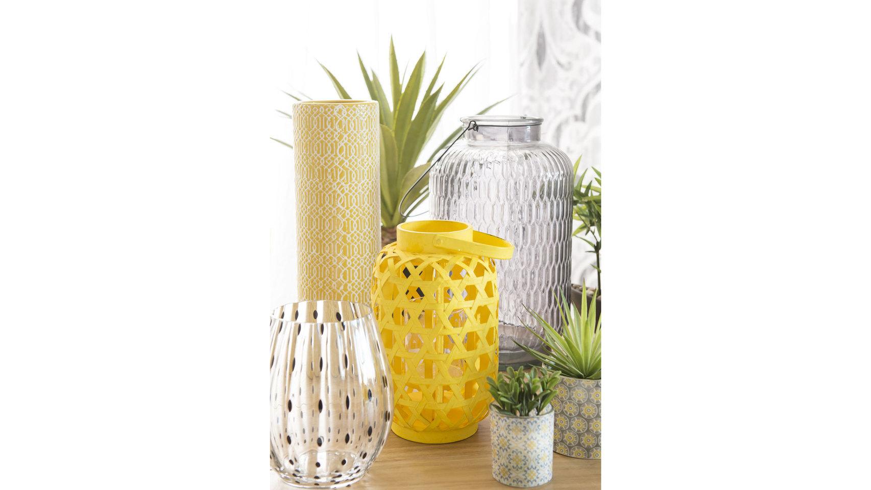 Farol COMODORO de bambú amarillo. Maison du Monde (14.99 euros).