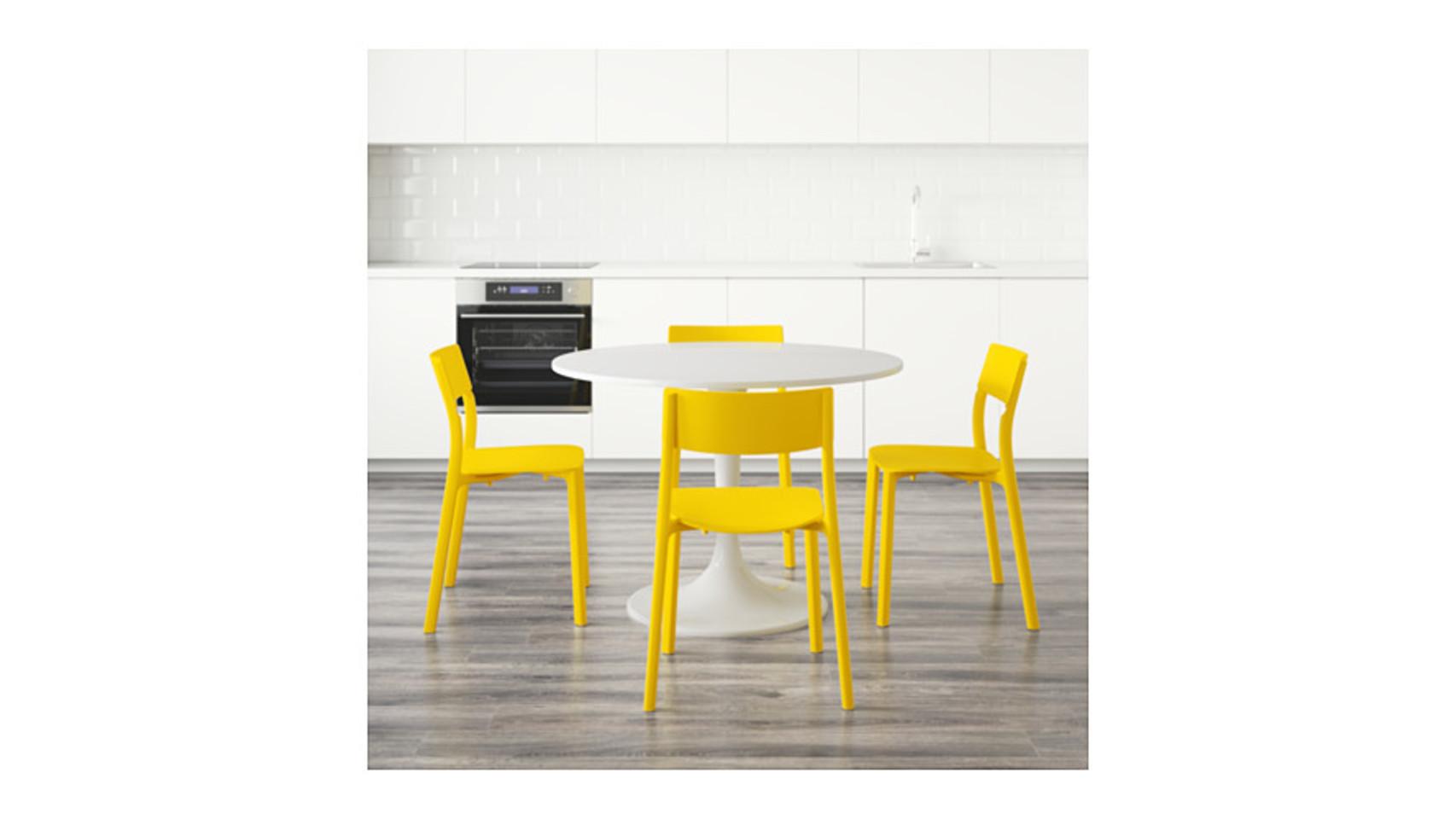 Modelo Docksta Janinge de Ikea. Mesa con sillas (358,96 euros).