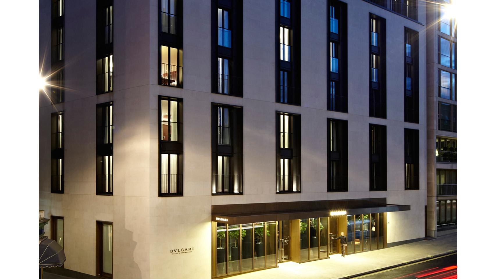 Fachada del hotel de Londres de Bulgari Resorts & Hotels.