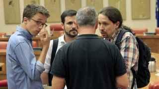 Errejón, junto a Garzón e Iglesias este lunes en el Congreso.