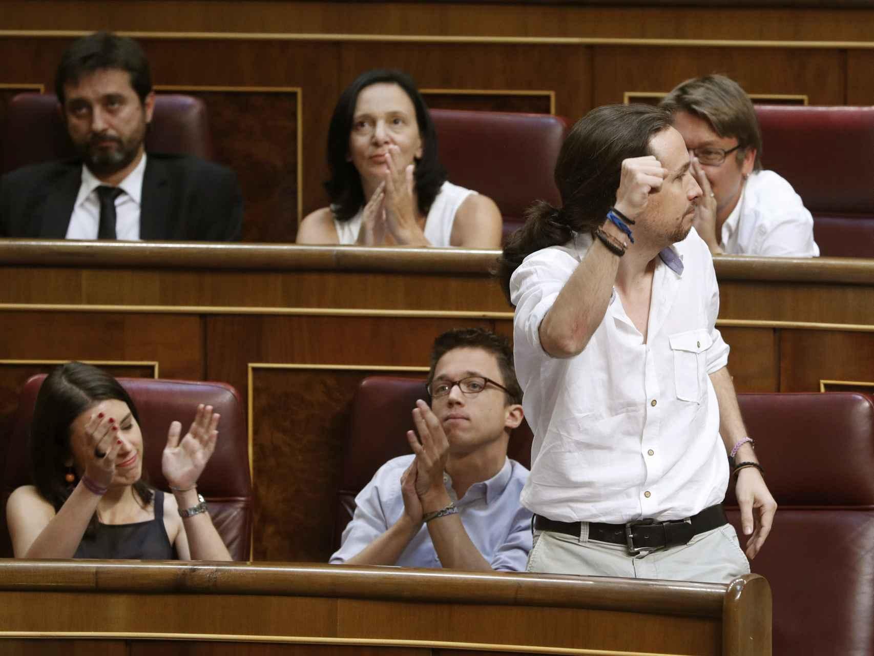 Pablo Iglesias jura su cargo en el Congreso.