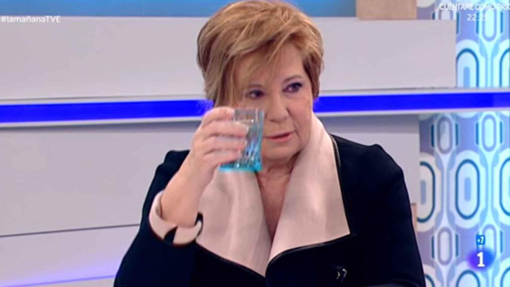 Celia Villalobos brinda por Rajoy en La mañana de TVE