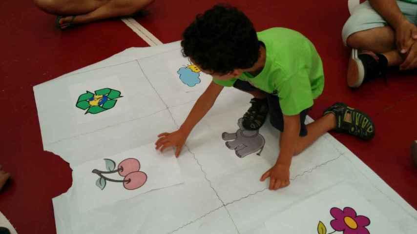 Héctor se comunica con sus familiares a través de sonidos y pictogramas