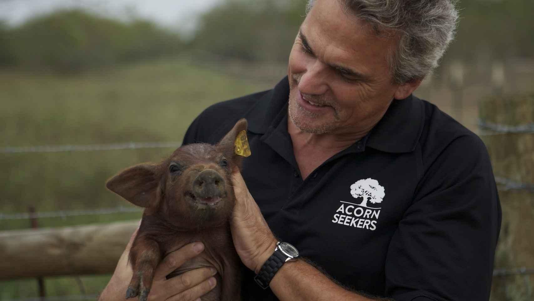 Manuel y Sergio (imagen) han creado Acornseeker, una empresa en Texas que produce jamón ibérico.