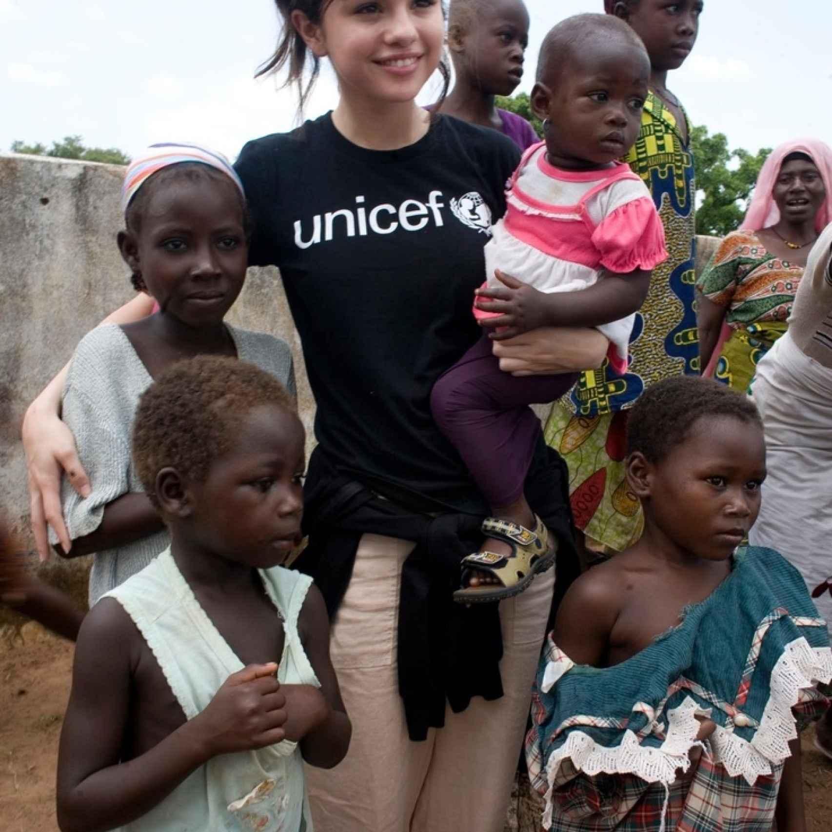 Selena en el Congo colaborando con UNICEF.