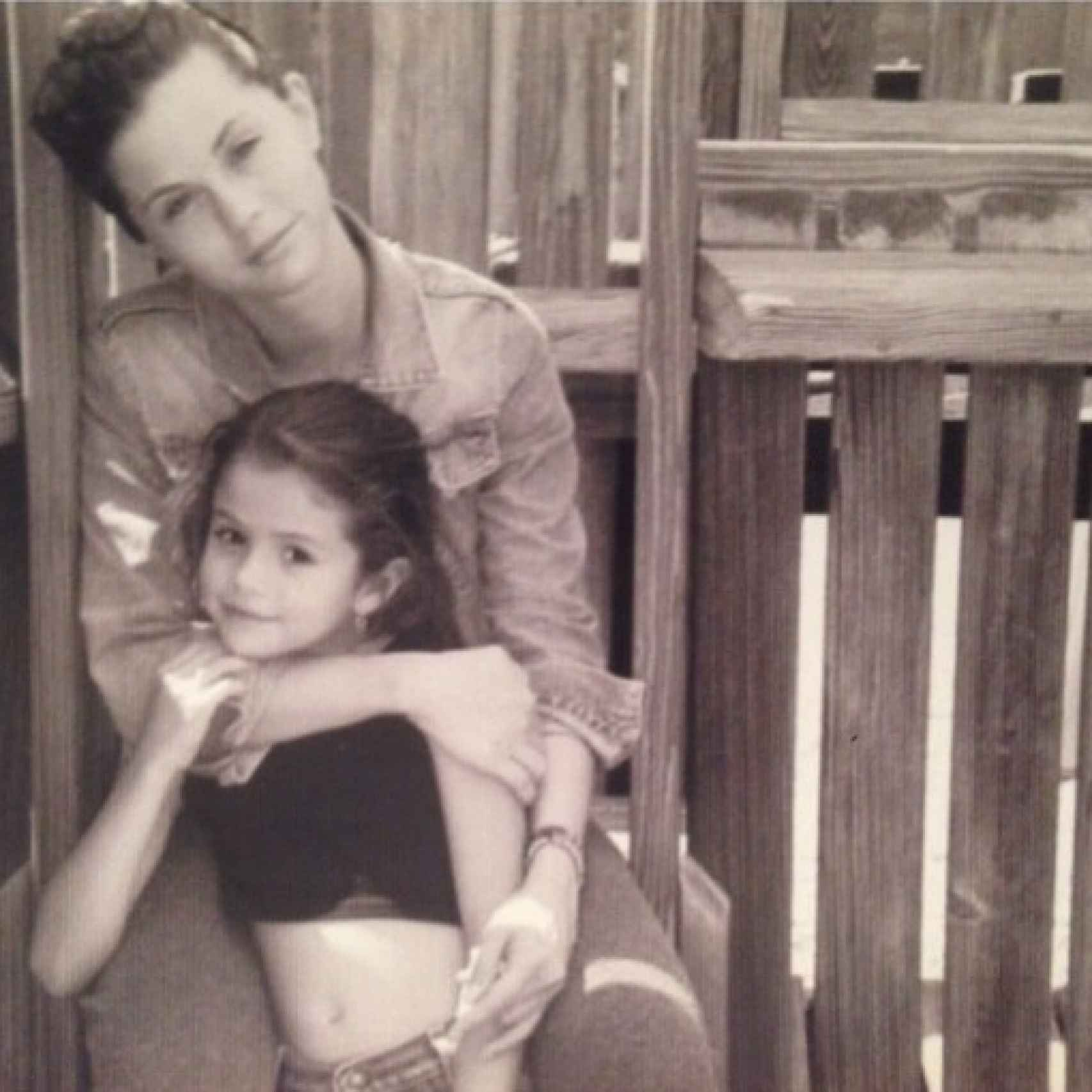 La pequeña Selena junto a su madre.