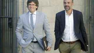 Carles Puigdemont el martes pasado junto a Santi Vila, candidato a presidir el Consejo Nacional de CDC