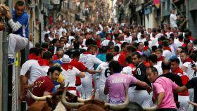 Encierro de los Sanfermines de 2017, en la calle Estafeta de Pamplona.