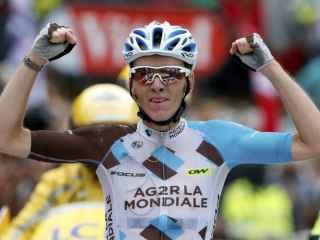 Bardet celebra su victoria en el Mont Blanc.