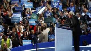 Los demócratas fieles a Sanders se debaten entre Clinton y Jill Stein