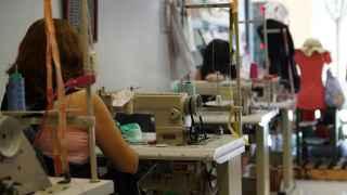 Taller de costura de Apram donde trabajan víctimas de la trata de seres humanos