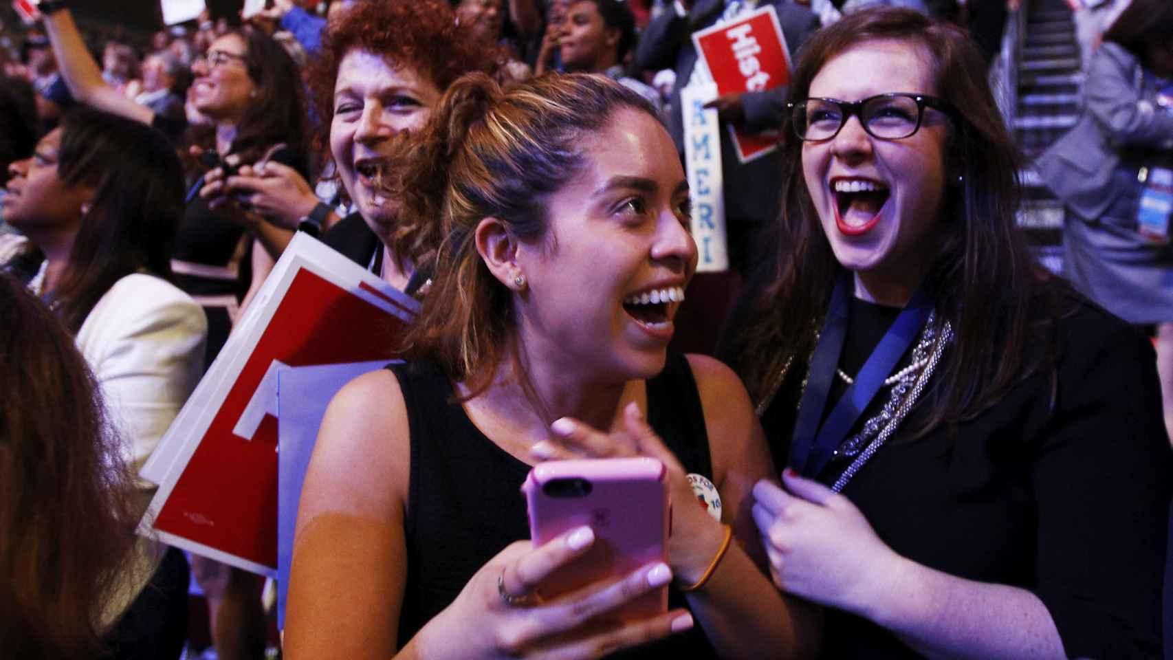 Las seguidoras de Hillary sostienen que es distinta a como la presentan los medios.