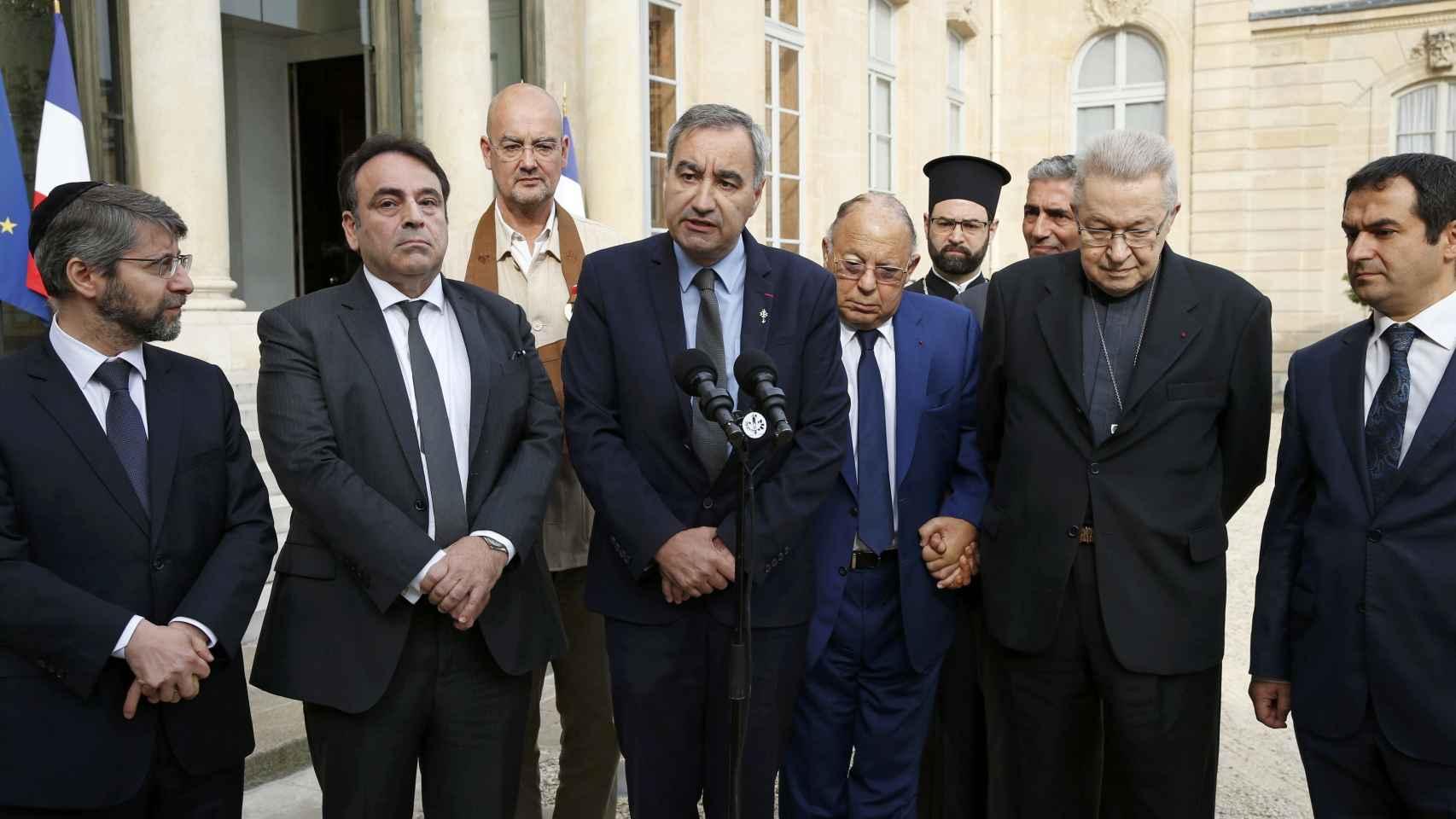 Los líderes religiosos de Francia comparecen juntos tras su reunión con Hollande.
