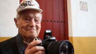 Francisco Cano posa para una fotografía (2010)