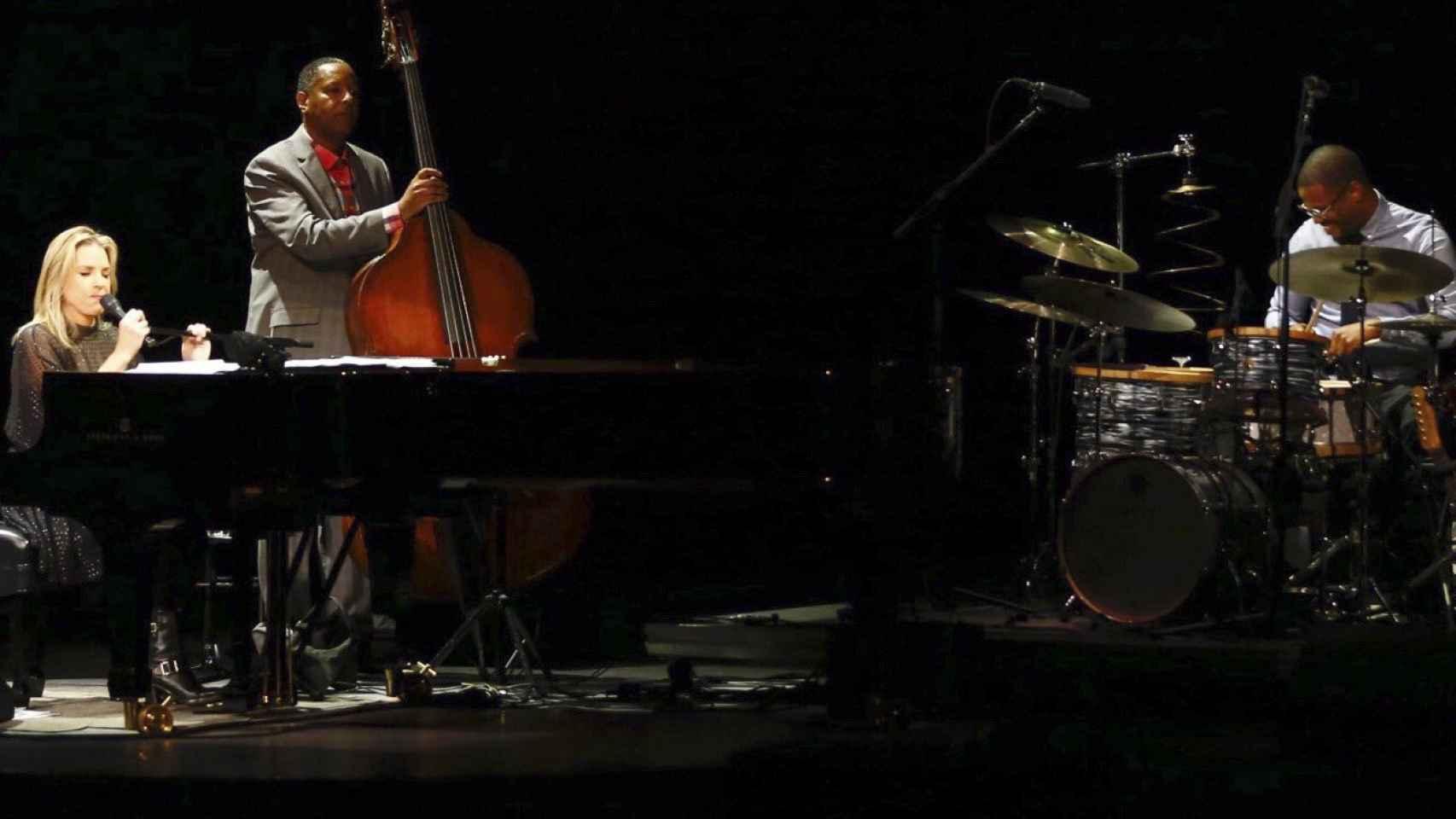 Diana Krall y sus músicos ayer en Madrid.