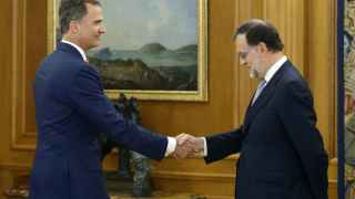 Mariano Rajoy junto a Felipe VI en la Zarzuela.