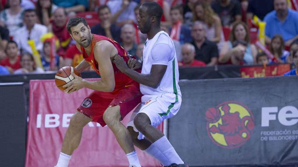 Felipe Reyes en un encuentro con la selección.