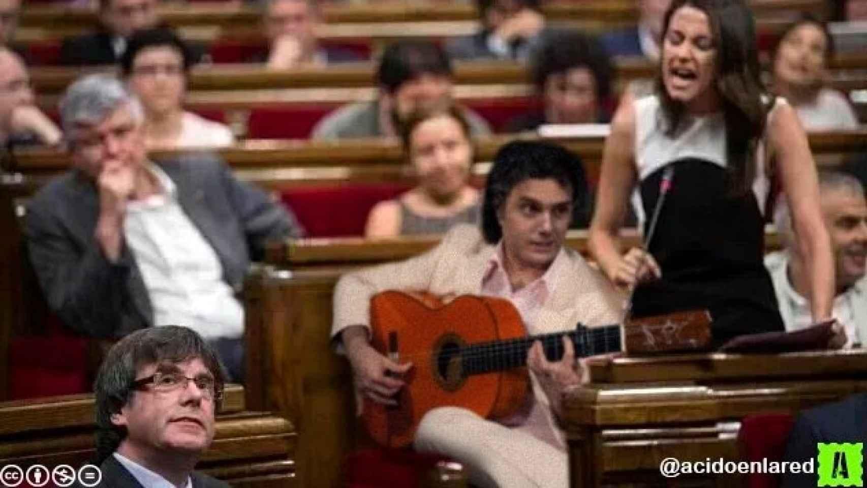 Inés Arrimadas cantando por bulerías con Albert Rivera a la guitarra.
