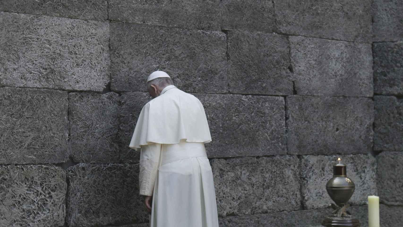 El Papa Francisco durante su visita a Auschwitz.