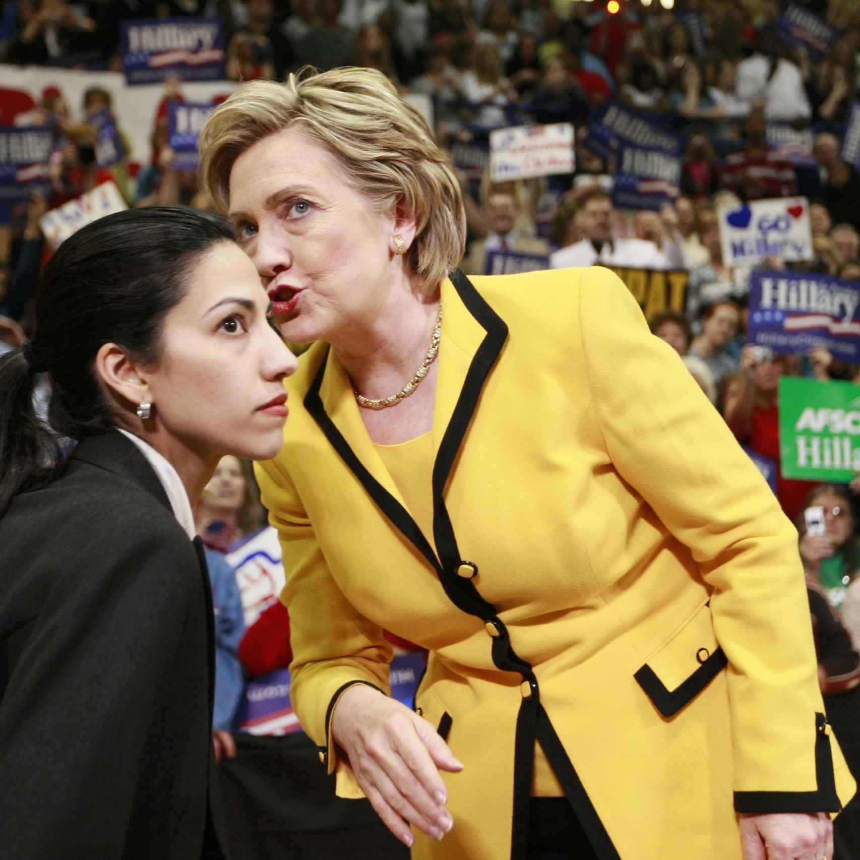 Huma Abedin y Hillary Clinton en 2008.