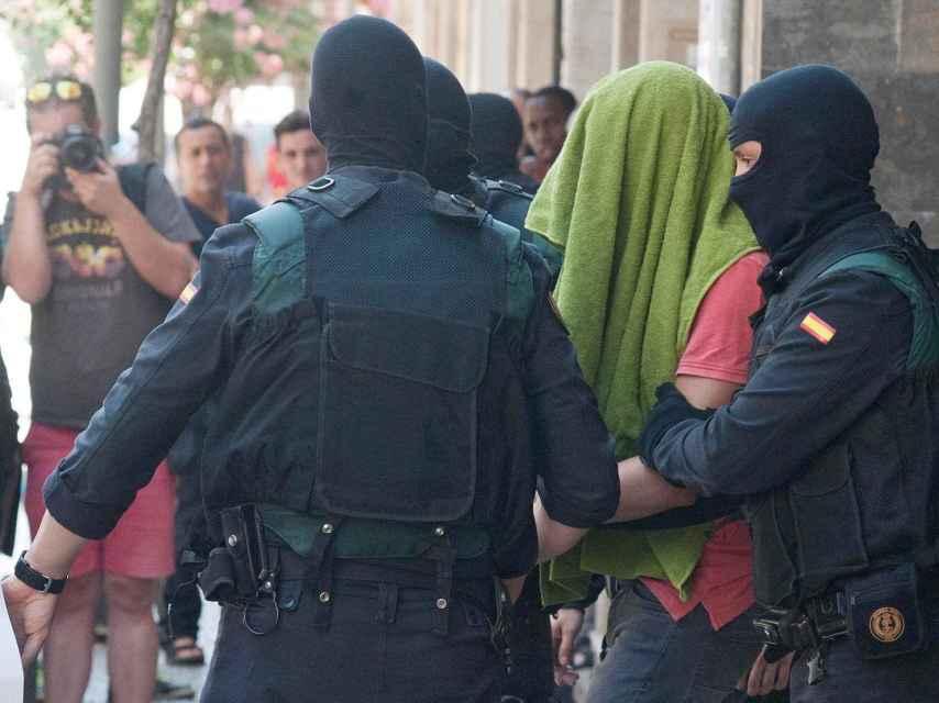 Detención en Arbùcies de los dos hermanos acusados de colaborar en la financiación del Daesh