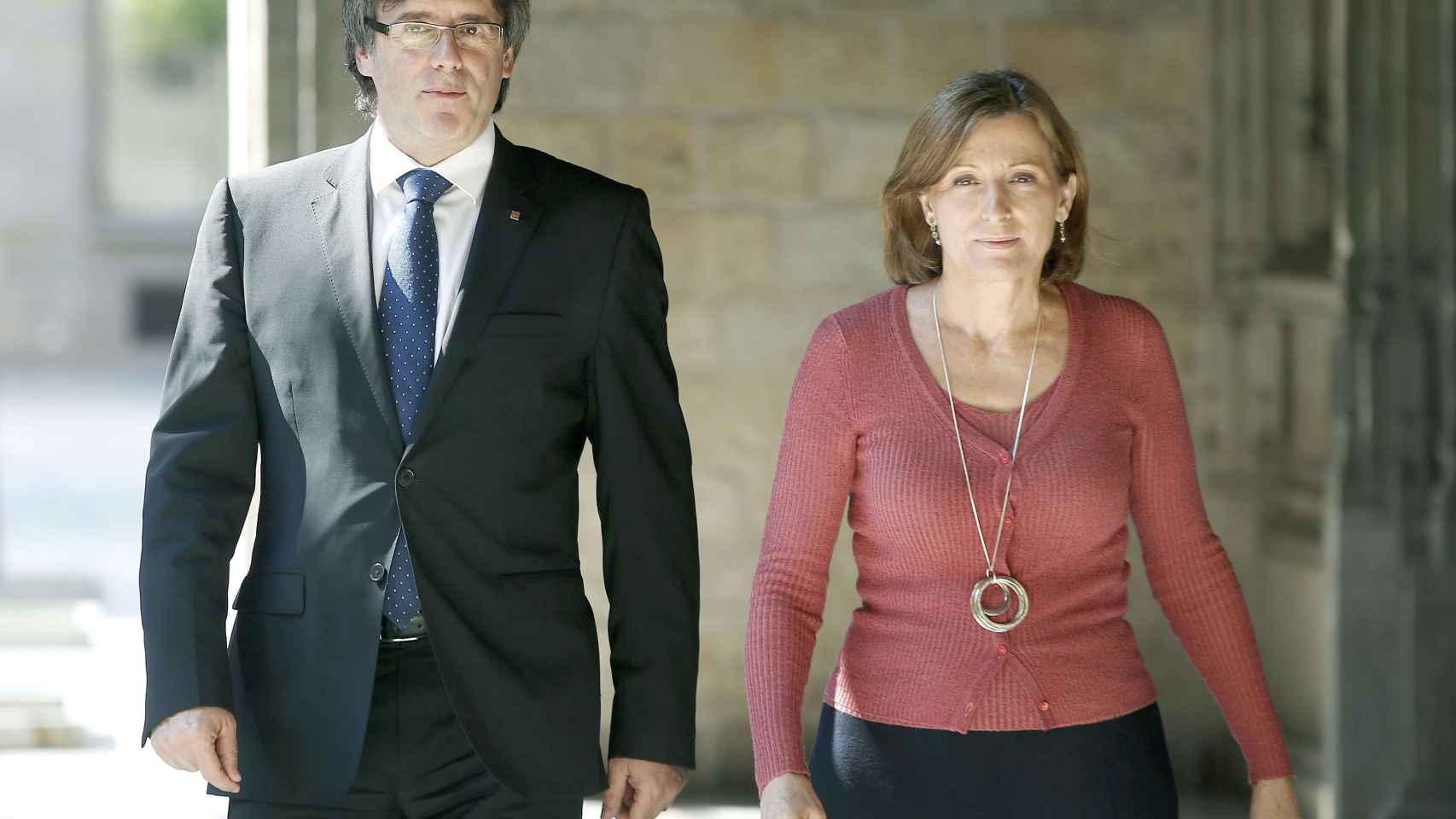 La presidenta del Parlament, Carme Forcadell, junto al presidente de la Generalitat, Carles Puigdemont