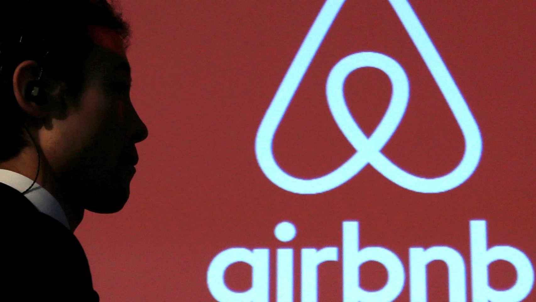 Imagen del logo de la plataforma Airbnb.