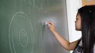 Colegios españoles retiran las pizarras de tiza por la el amianto