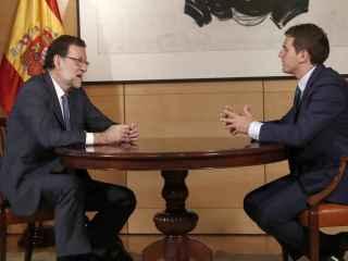 El presidente del Gobierno en funciones junto con el presidente de C´s, Albert Rivera.