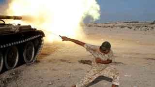 Milicias aliadas del Gobierno de unidad libio luchan contra Estado Islámico en Sirte.