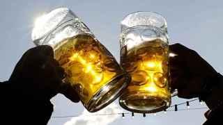 El 43% de los españoles dice que la cerveza es su bebida preferida