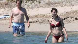 El ex primer ministro británico y su mujer de vacaciones en Córcega.