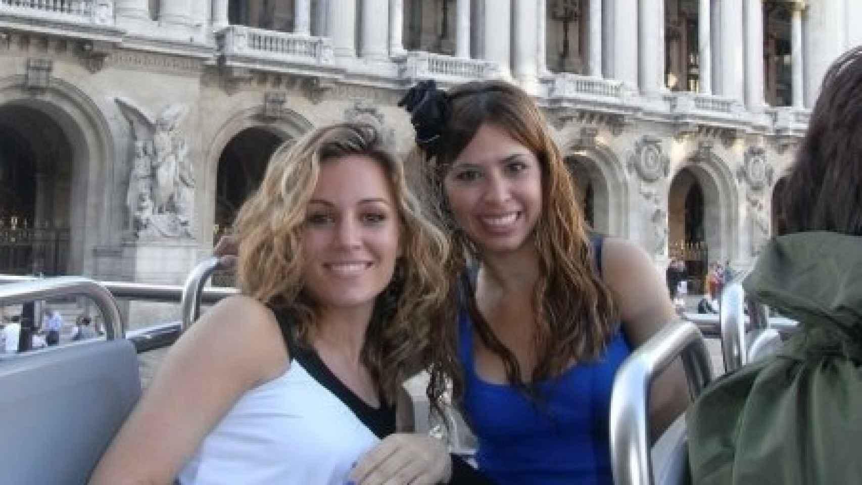 La cantante con su amiga Desi que conoció en su verano más especial en Londres.