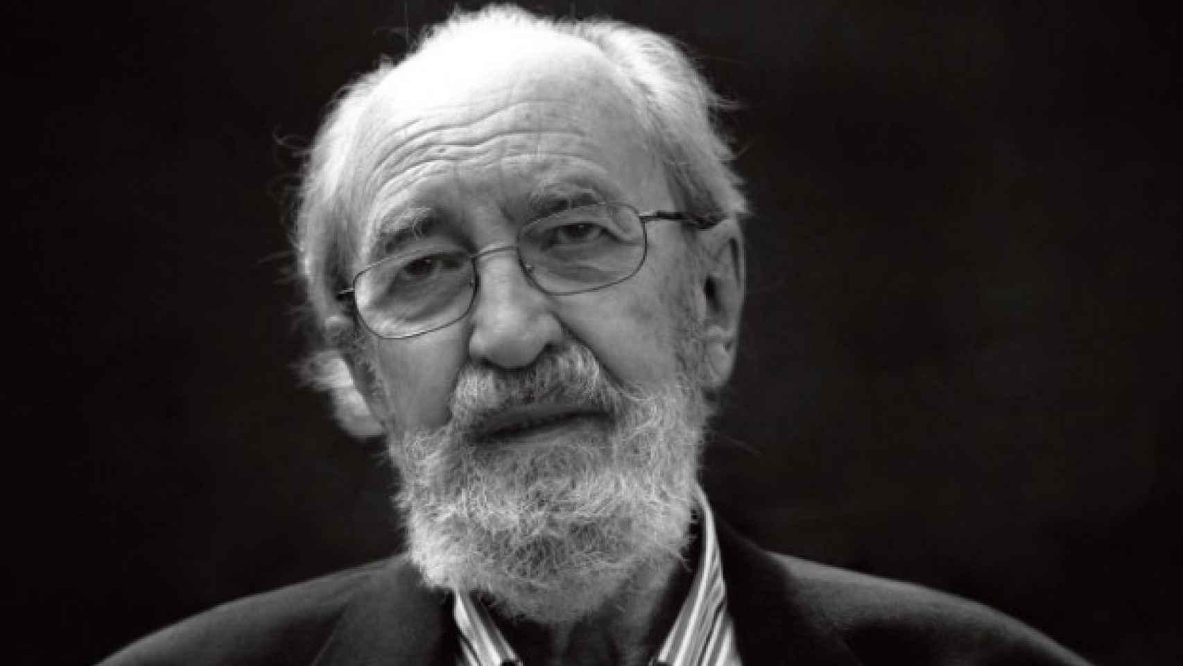 Ángel González.