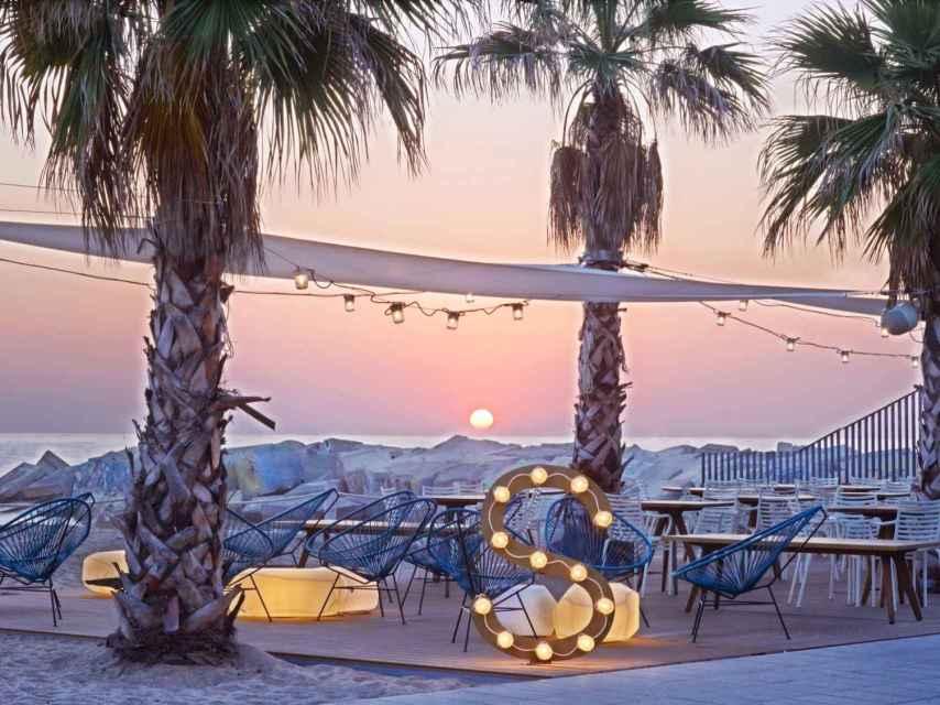 En Salt Beach encontrarás vistas, ambiente y cocina internacional para tapear.