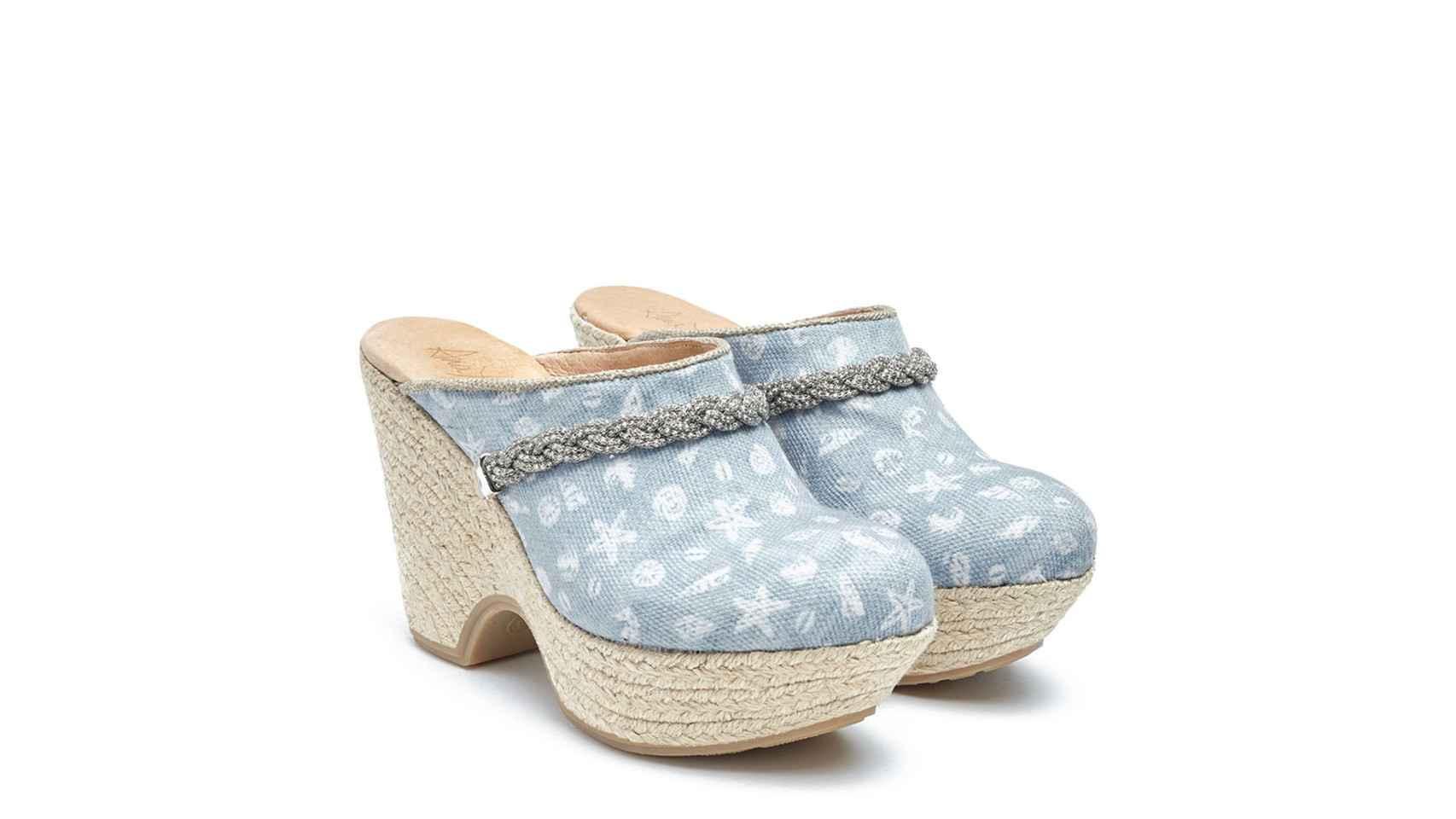 Zuecos con estrellas de mar y caracolas de la línea Italia de Ana Pallarés.