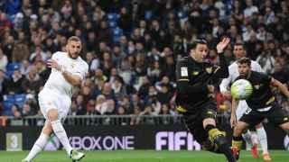 Benzema y Rami en el último duelo entre Real Madrid y Sevilla.