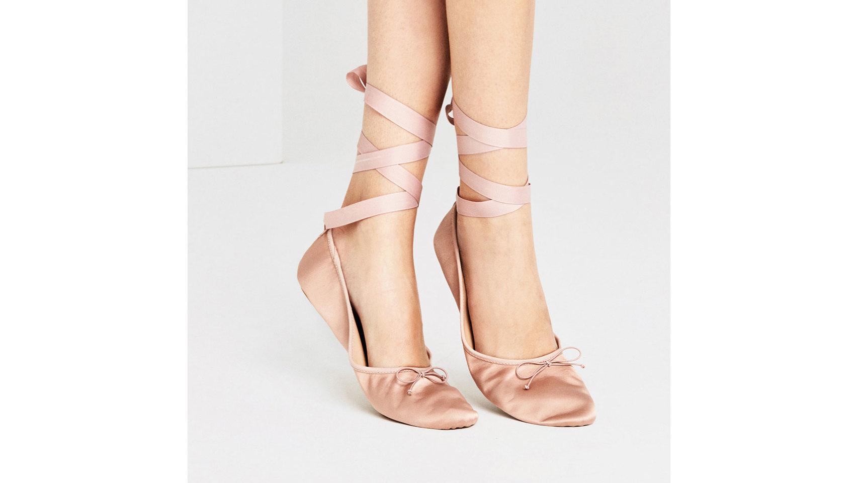 Bailarina satén de Zara (19,95 euros).
