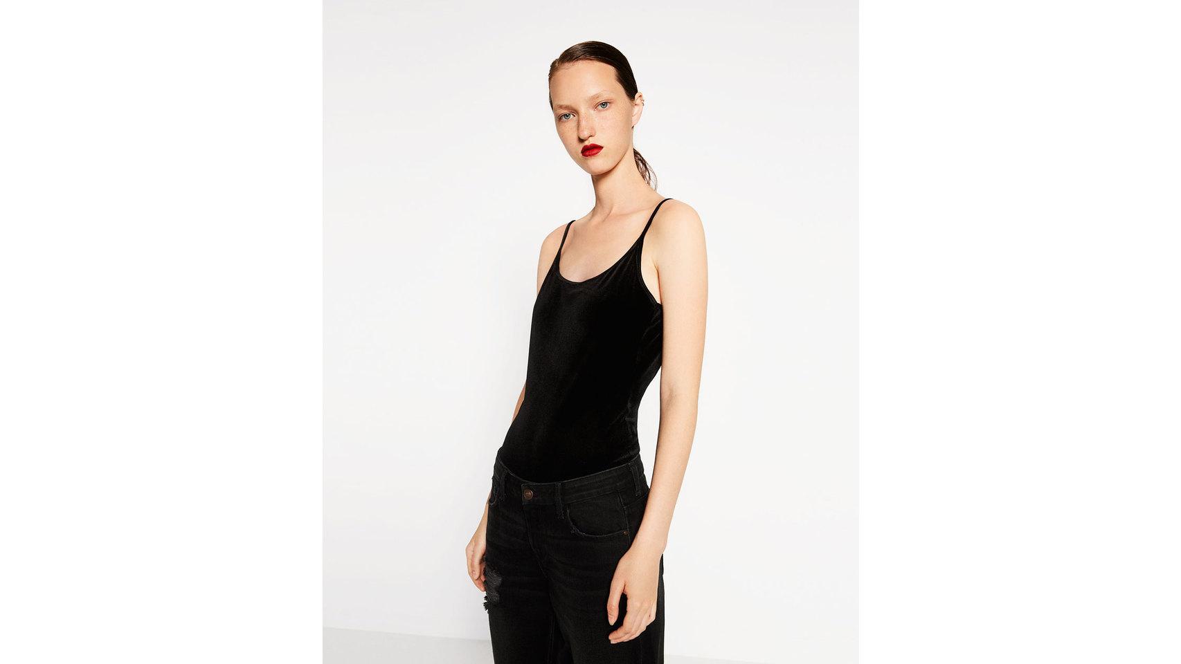 Body terciopelo de Zara (12,95 euros).