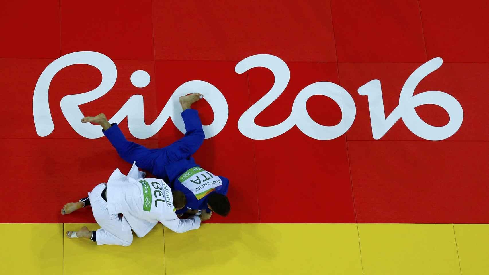 Combate eliminatorio de judo en la categoría de -81 kgs.