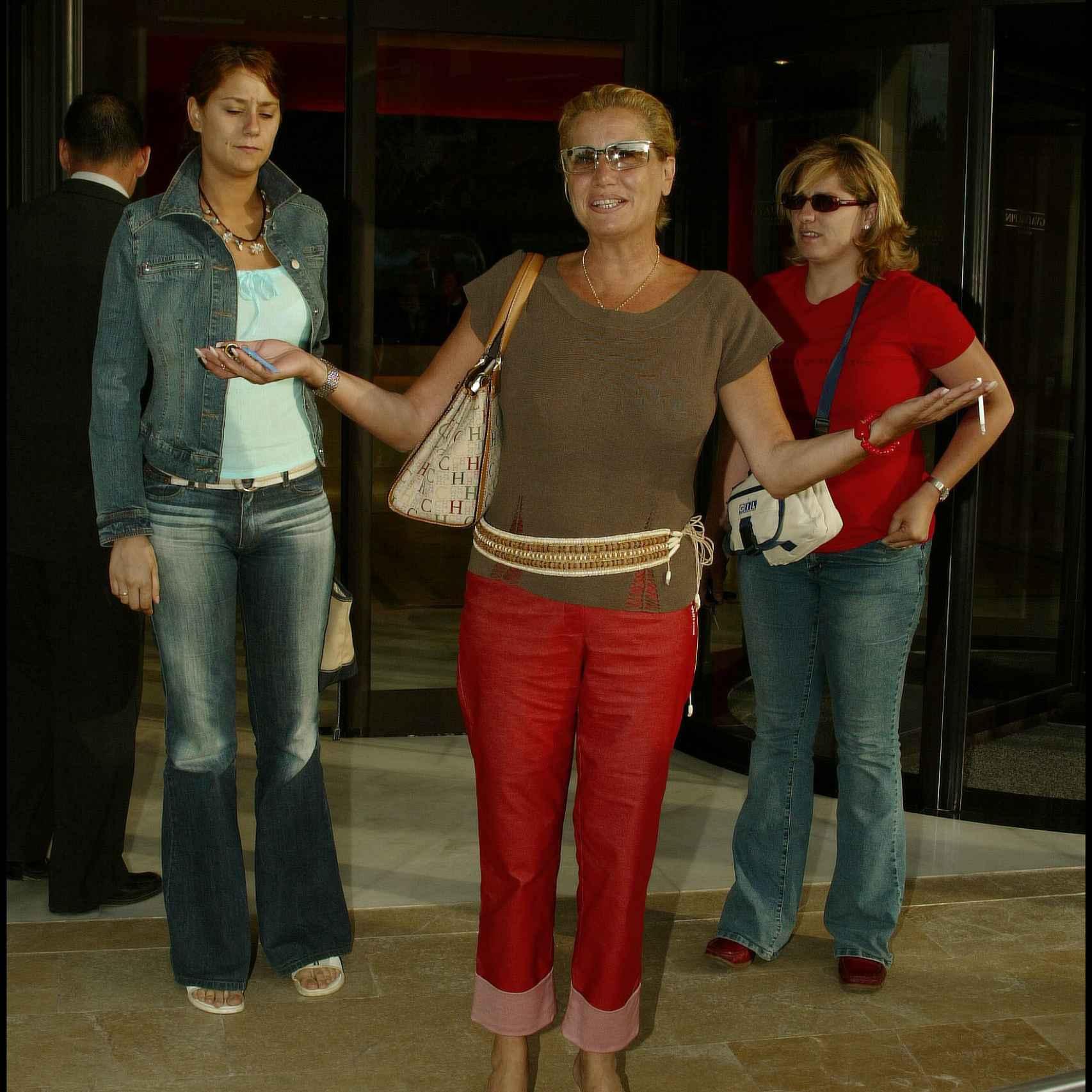 La ex mujer de Mayte Zaldívar con sus hijas Elia y Eloisa