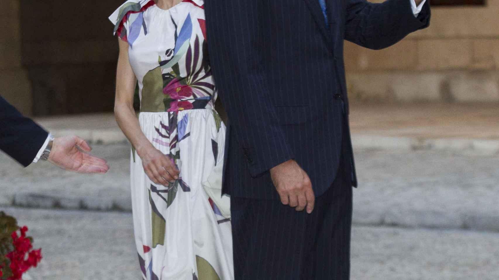 El rey Felipe y su esposa, durante la recepción en la Almudaina.