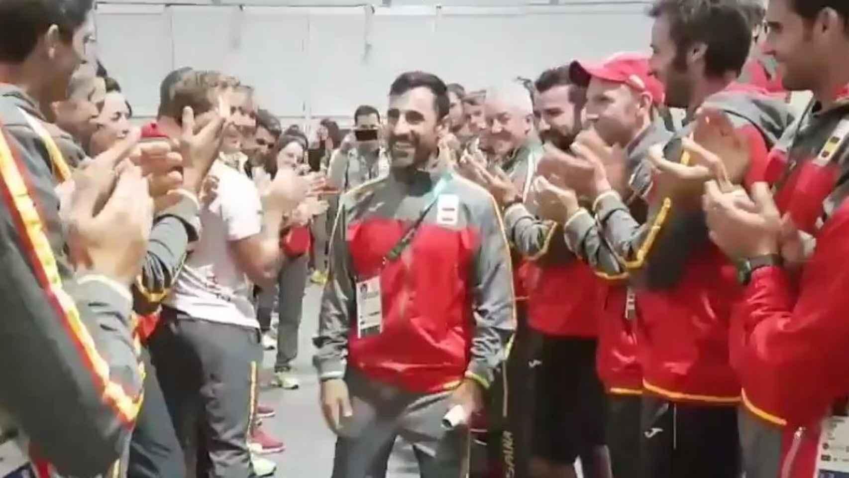 Bragado, ovacionado por sus compañeros en Río.