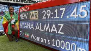 Almaz Ayana celebra su récord mundial.