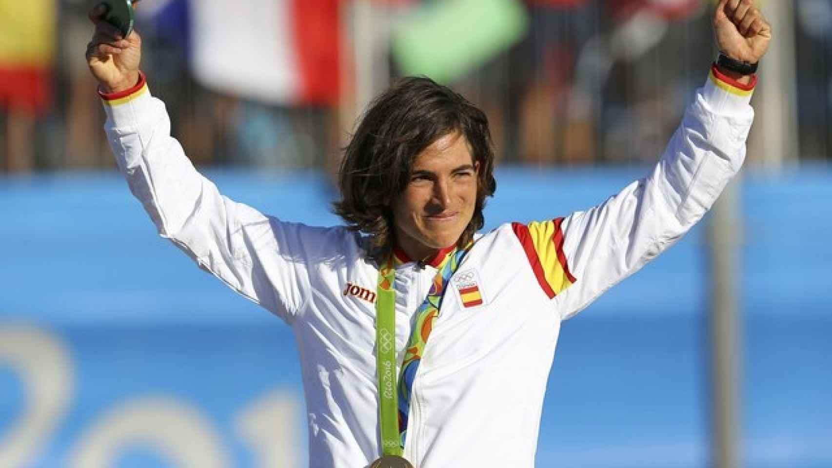 Maialen celebra su oro en la modalidad de K1 de piragüismo slalom.