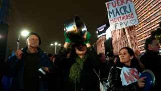 Manifestantes contra Mauricio Macri.