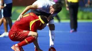 El argentino Manuel Brunet consuela a David Alegre.